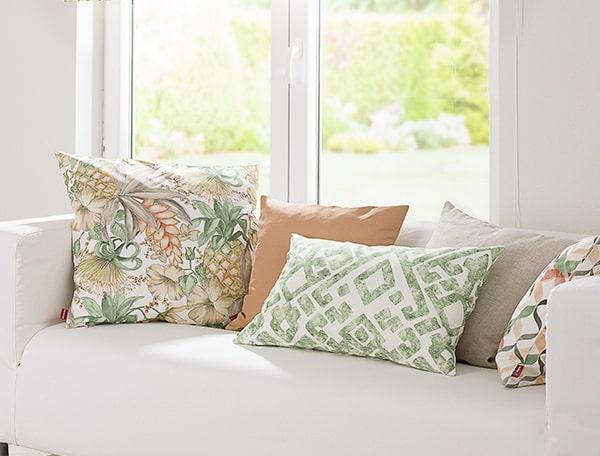 Pusse opp stue med nye putetrekk i flotte farger